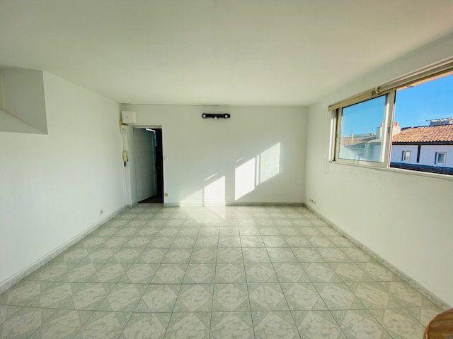 Appartement à louer 1 25.8m2 à Marseille 6 vignette-3