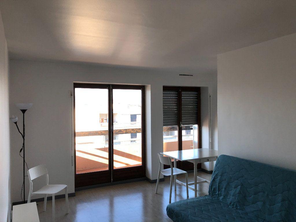 Appartement à louer 1 27.81m2 à Marseille 10 vignette-2