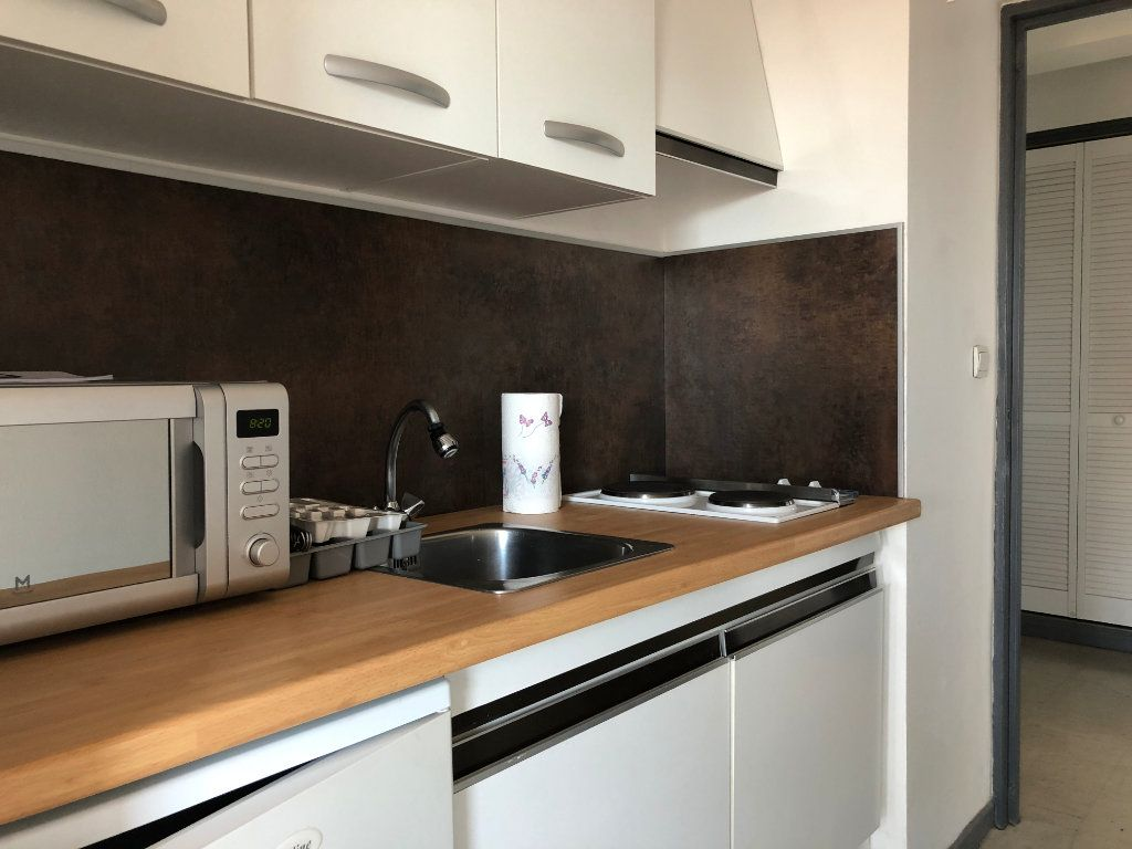 Appartement à louer 1 27.81m2 à Marseille 10 vignette-3