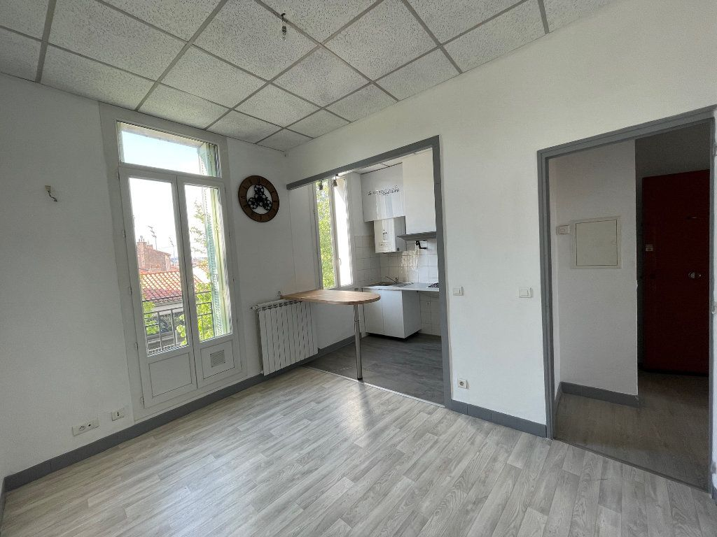 Appartement à louer 2 35m2 à Marseille 9 vignette-1