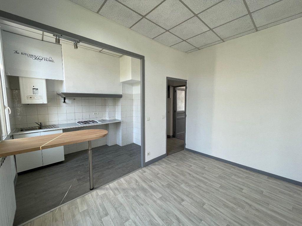 Appartement à louer 2 35m2 à Marseille 9 vignette-2