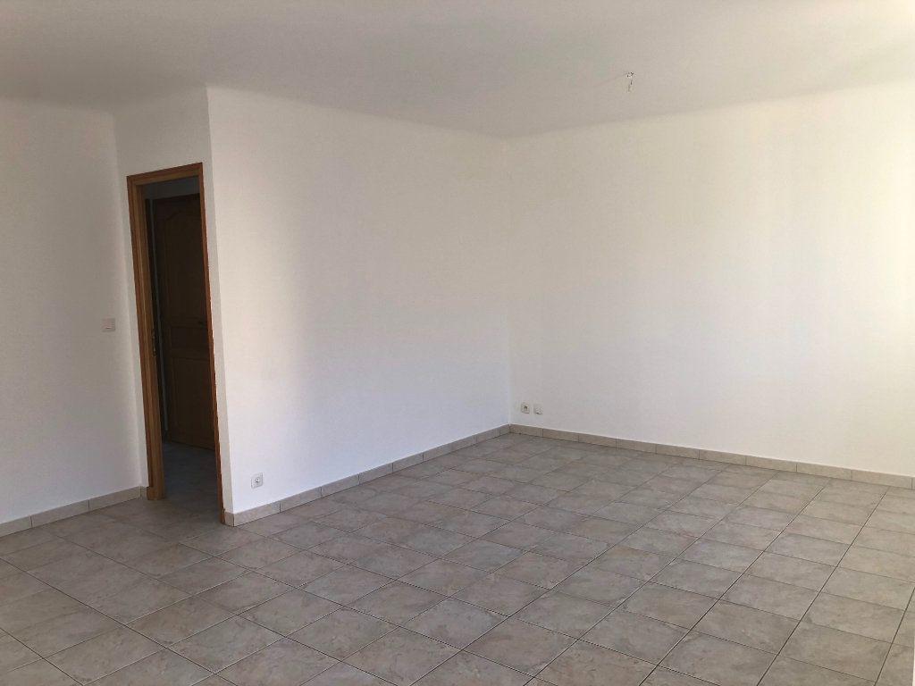 Appartement à louer 3 63.23m2 à Marseille 9 vignette-2