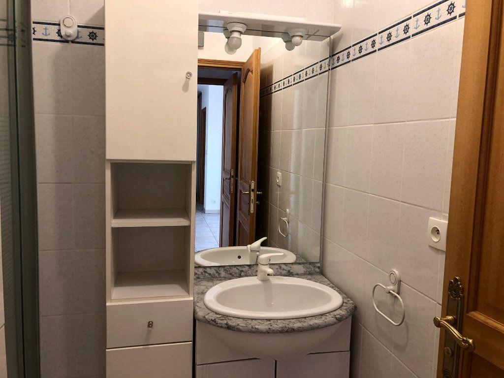 Appartement à louer 3 63.23m2 à Marseille 9 vignette-5