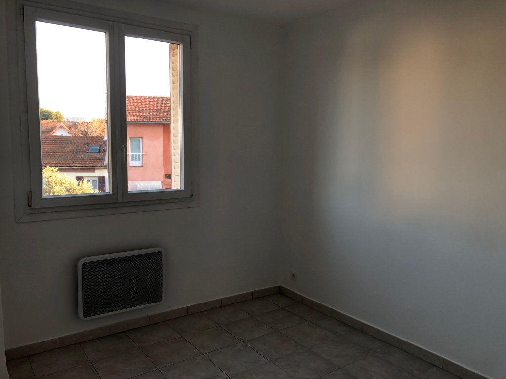 Appartement à louer 3 63.23m2 à Marseille 9 vignette-6