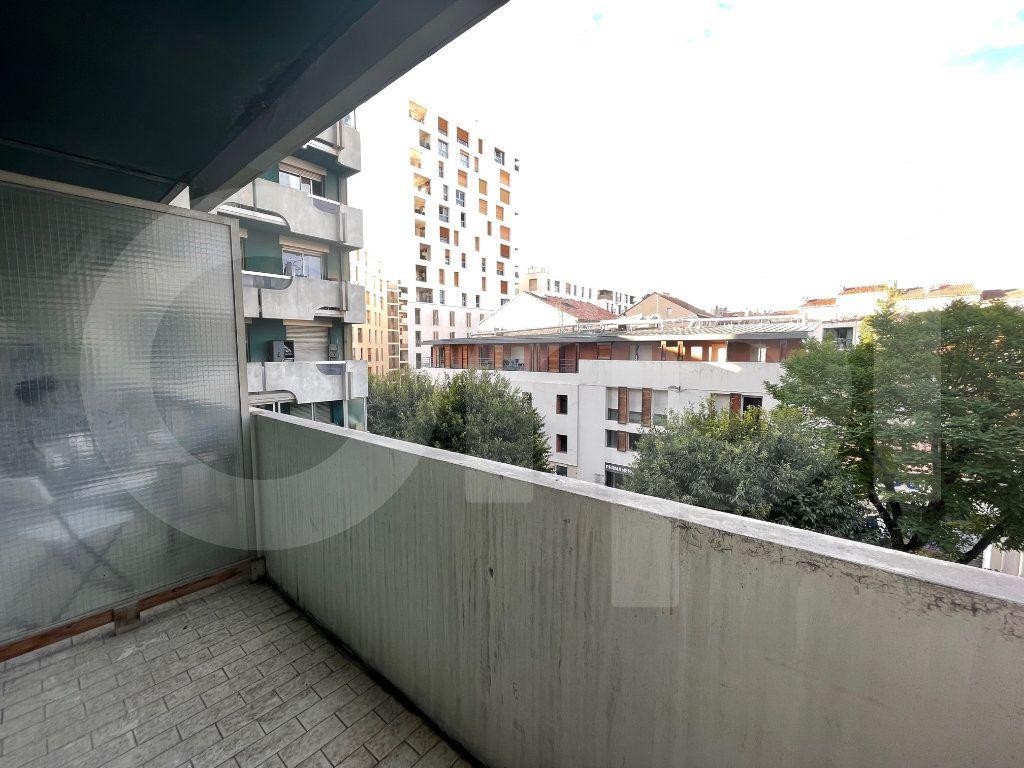 Appartement à louer 1 45m2 à Marseille 6 vignette-8