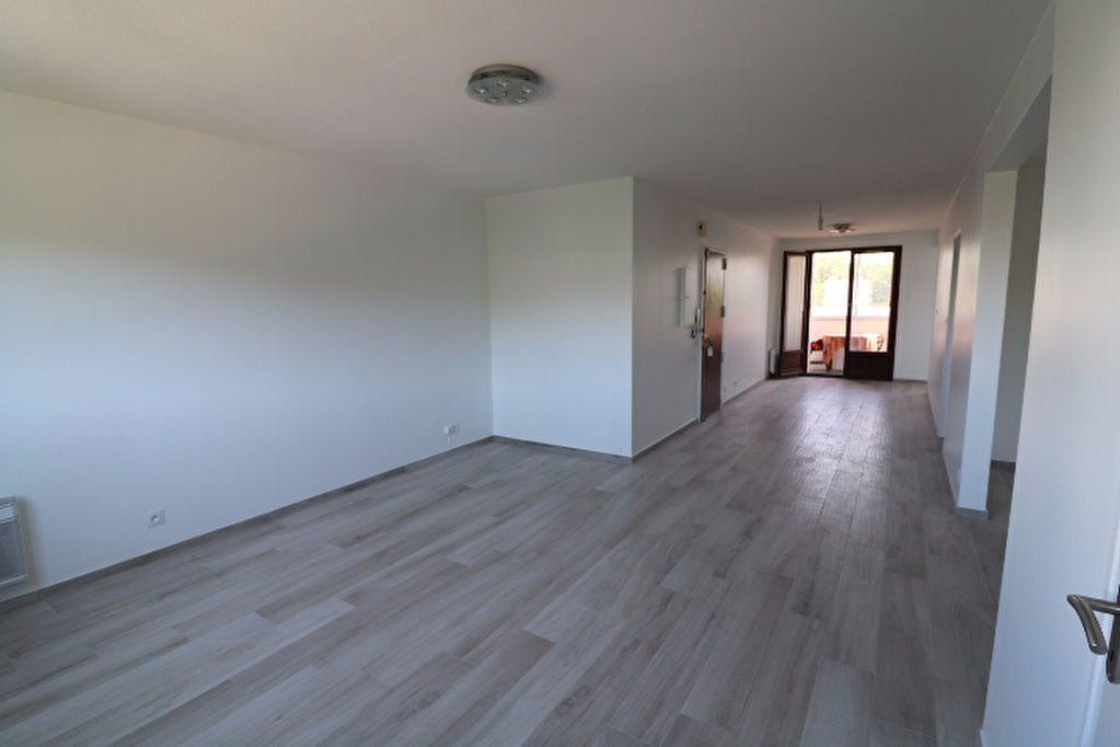 Appartement à louer 3 81.32m2 à Marseille 8 vignette-2