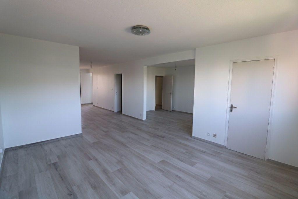 Appartement à louer 3 81.32m2 à Marseille 8 vignette-3