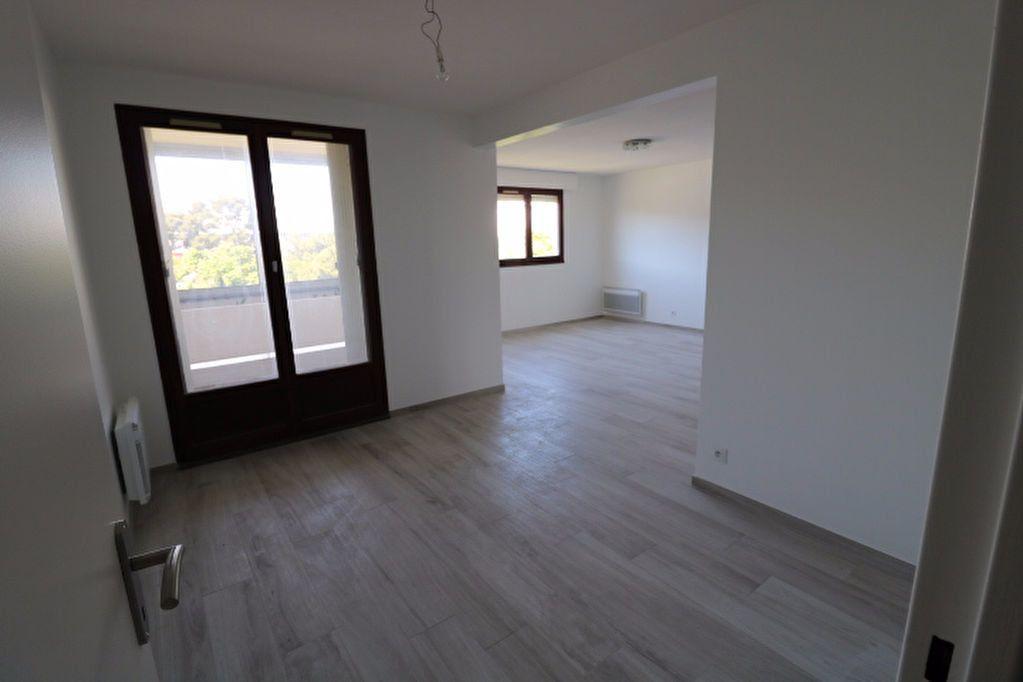 Appartement à louer 3 81.32m2 à Marseille 8 vignette-4