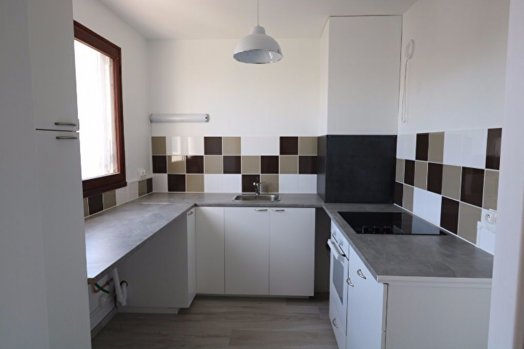 Appartement à louer 3 81.32m2 à Marseille 8 vignette-5