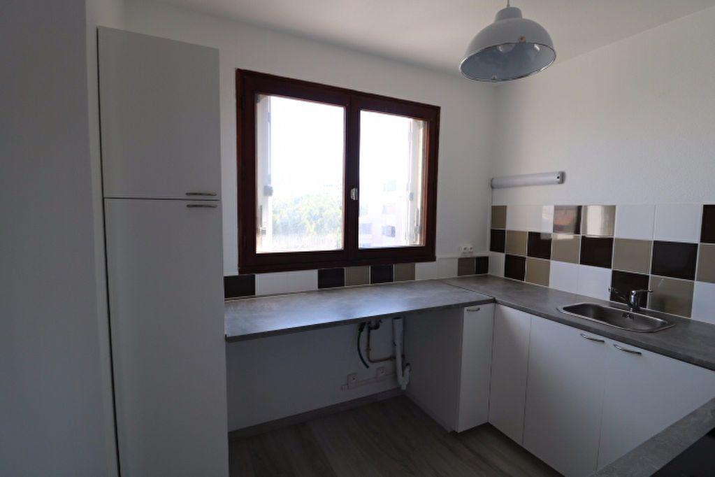 Appartement à louer 3 81.32m2 à Marseille 8 vignette-6