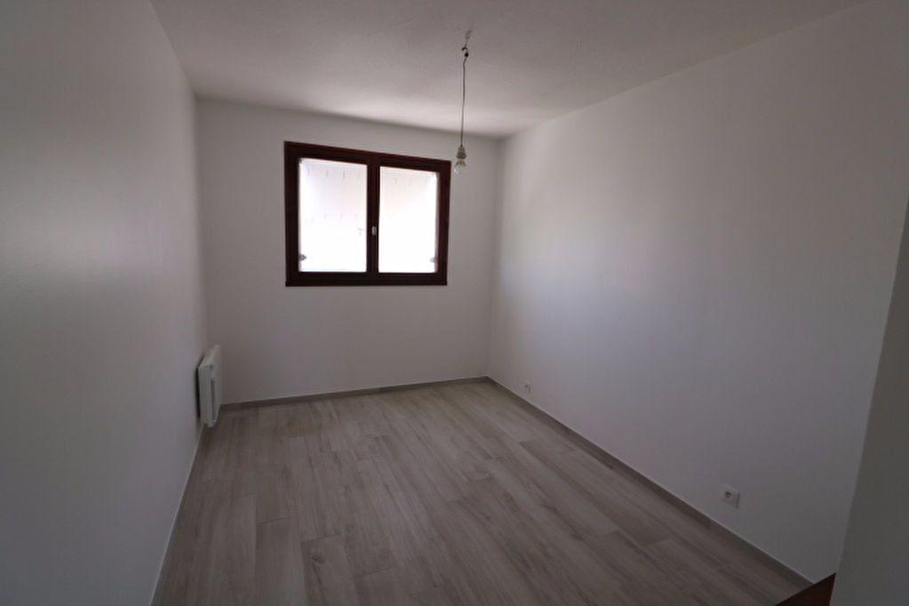 Appartement à louer 3 81.32m2 à Marseille 8 vignette-8
