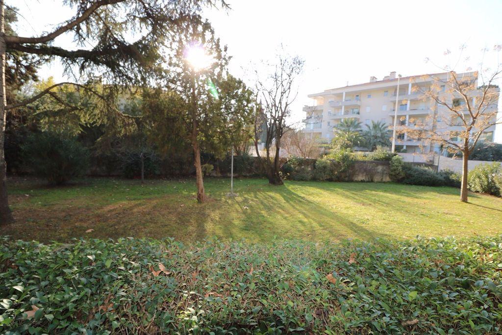Appartement à vendre 3 65.4m2 à Marseille 8 vignette-2