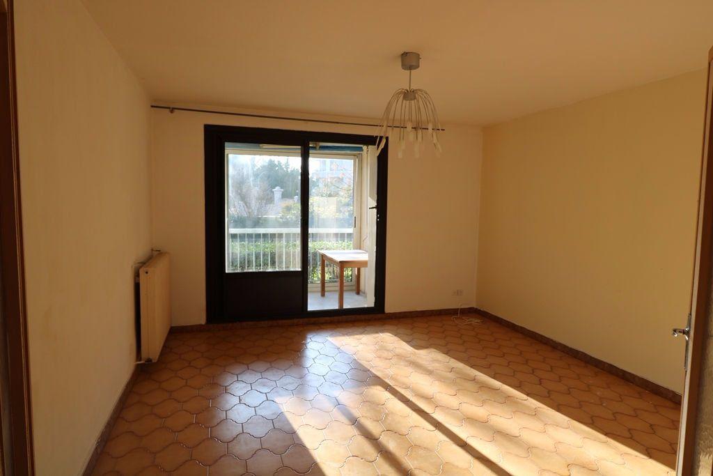 Appartement à vendre 3 65.4m2 à Marseille 8 vignette-3