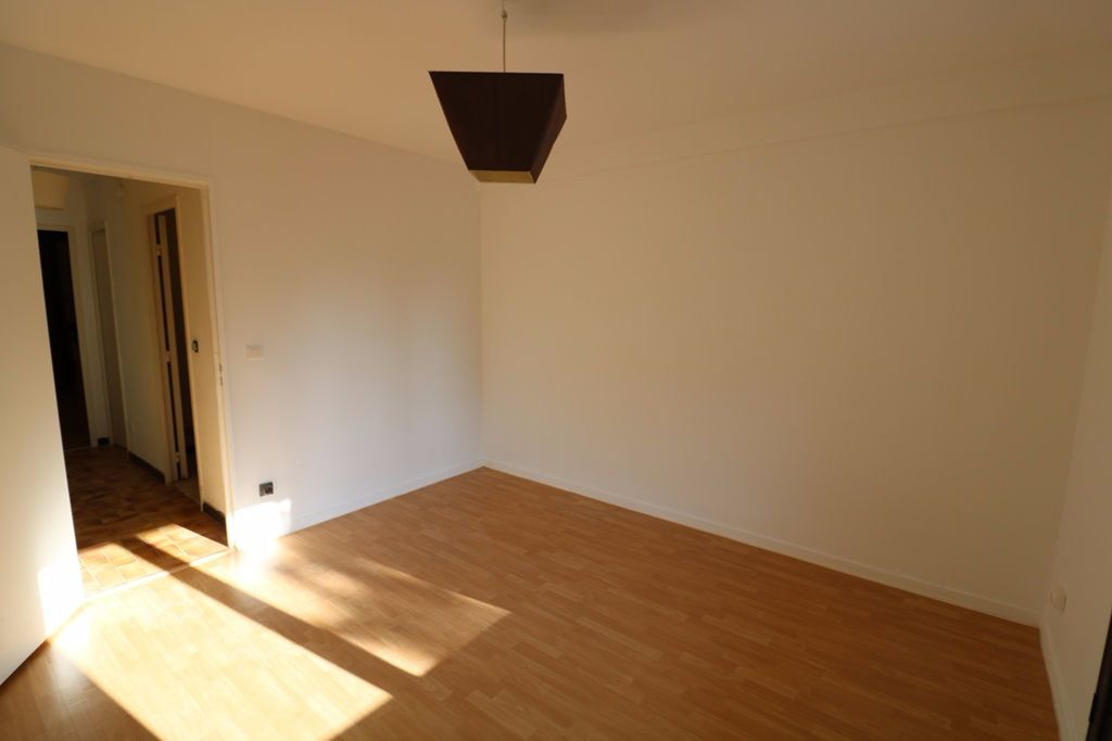 Appartement à vendre 3 65.4m2 à Marseille 8 vignette-5
