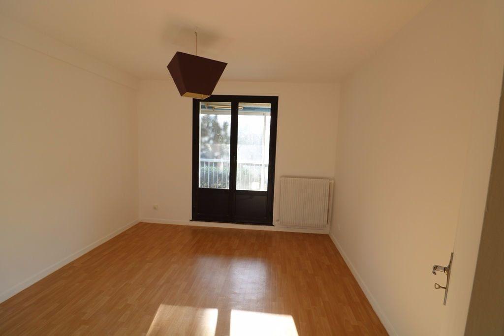 Appartement à vendre 3 65.4m2 à Marseille 8 vignette-6