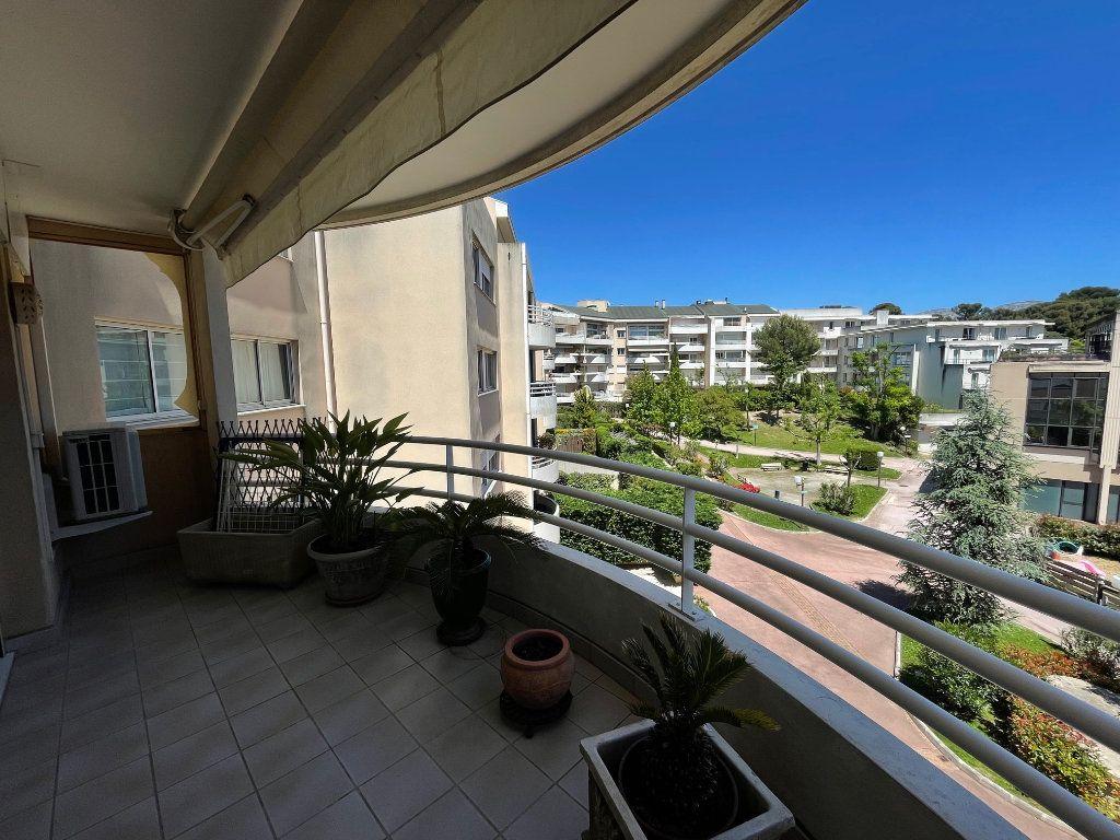 Appartement à louer 2 52m2 à Marseille 8 vignette-1