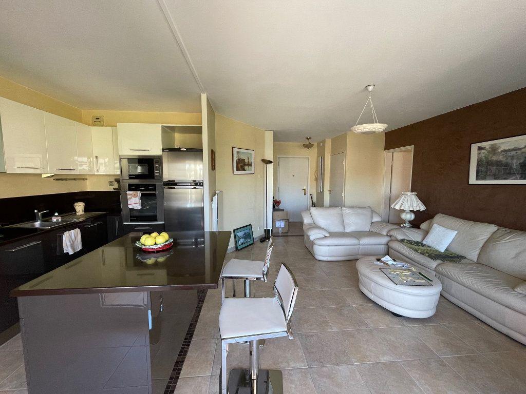 Appartement à louer 2 52m2 à Marseille 8 vignette-2