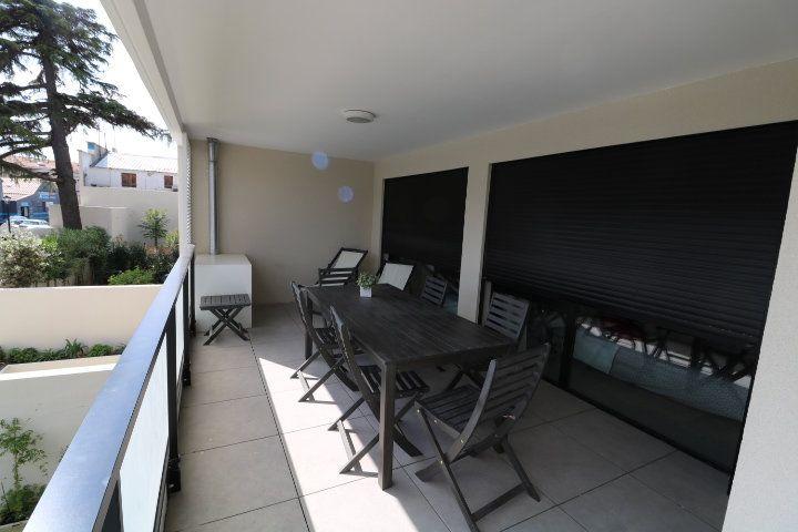 Appartement à louer 3 73.58m2 à Marseille 12 vignette-1