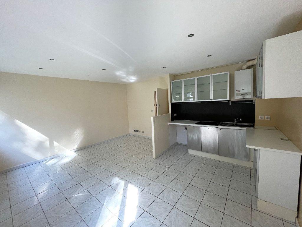 Appartement à louer 1 29.14m2 à Marseille 8 vignette-2