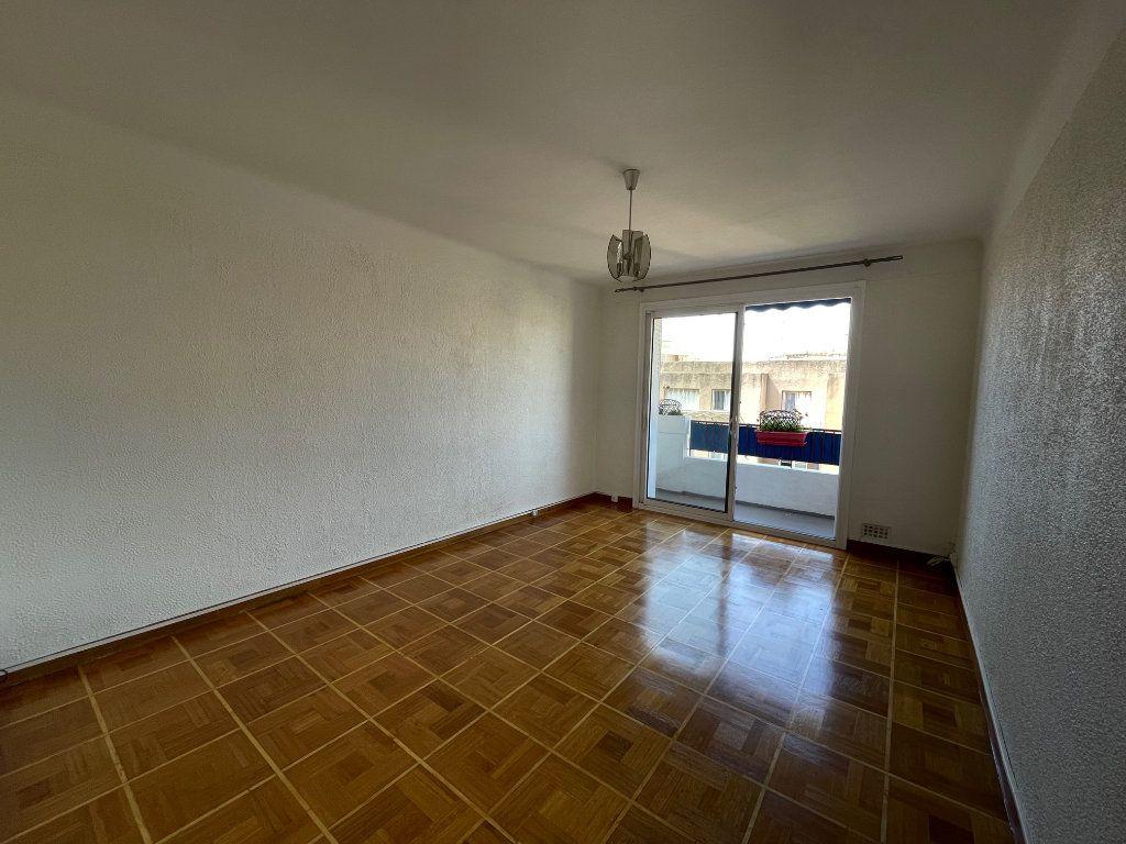 Appartement à louer 3 60m2 à Marseille 8 vignette-1