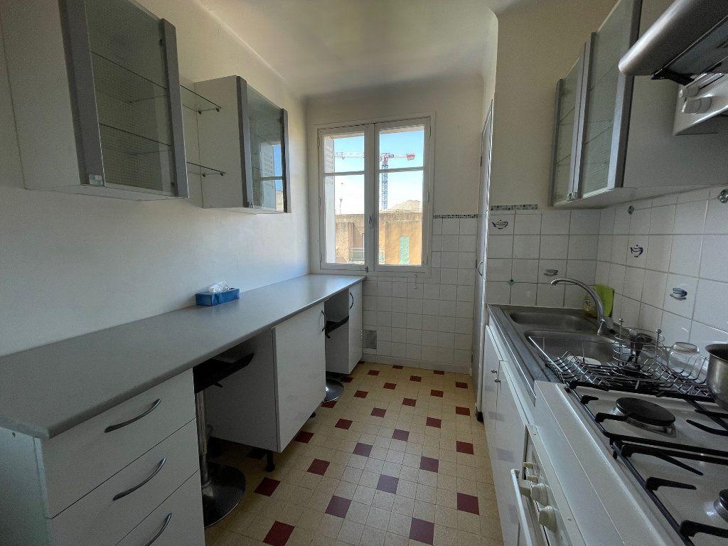 Appartement à louer 3 60m2 à Marseille 8 vignette-3