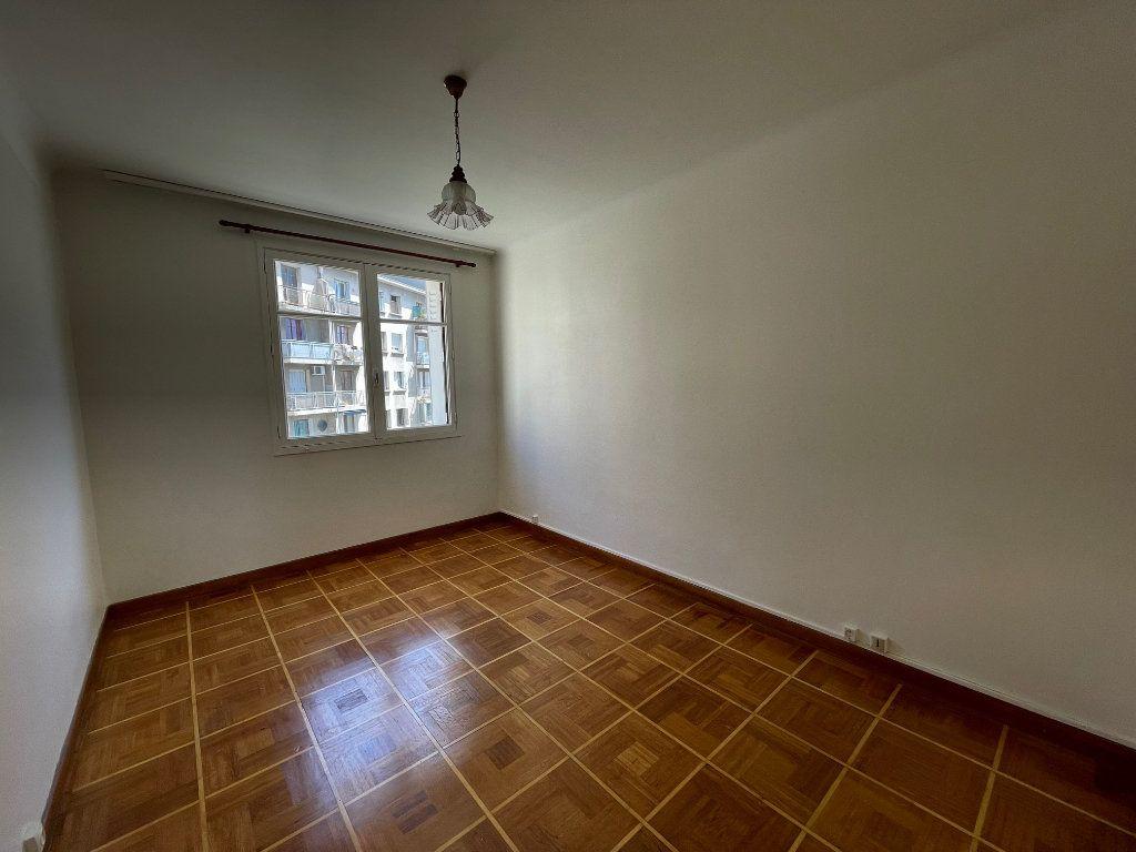 Appartement à louer 3 60m2 à Marseille 8 vignette-7