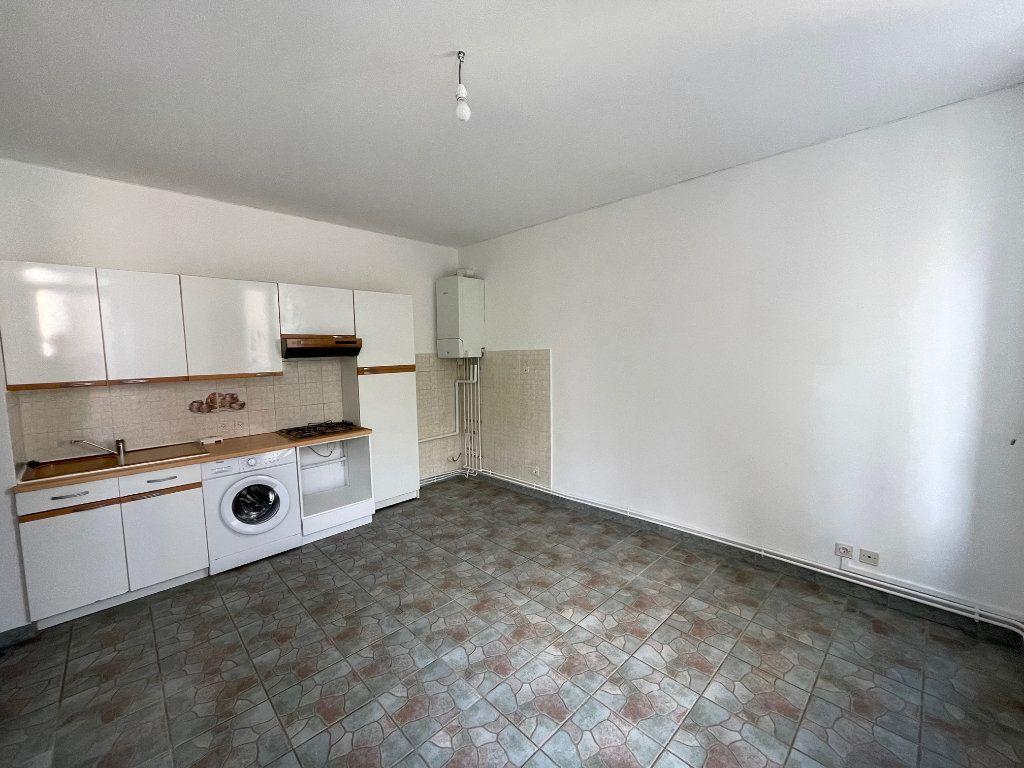 Appartement à louer 2 27m2 à Marseille 10 vignette-1