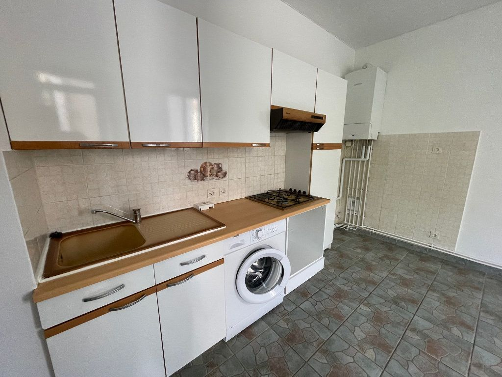 Appartement à louer 2 27m2 à Marseille 10 vignette-2