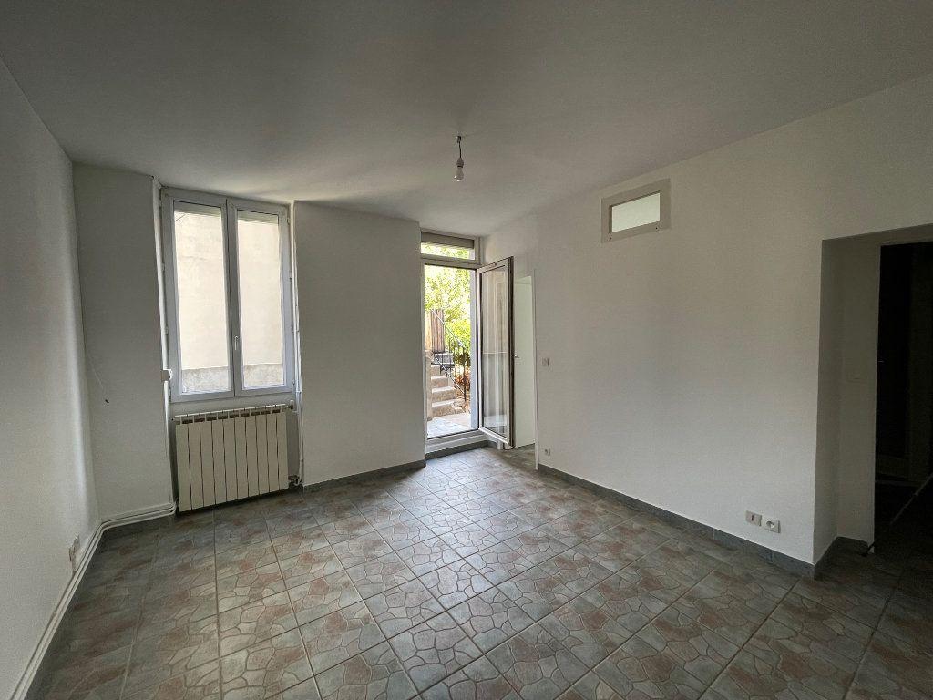 Appartement à louer 2 27m2 à Marseille 10 vignette-4