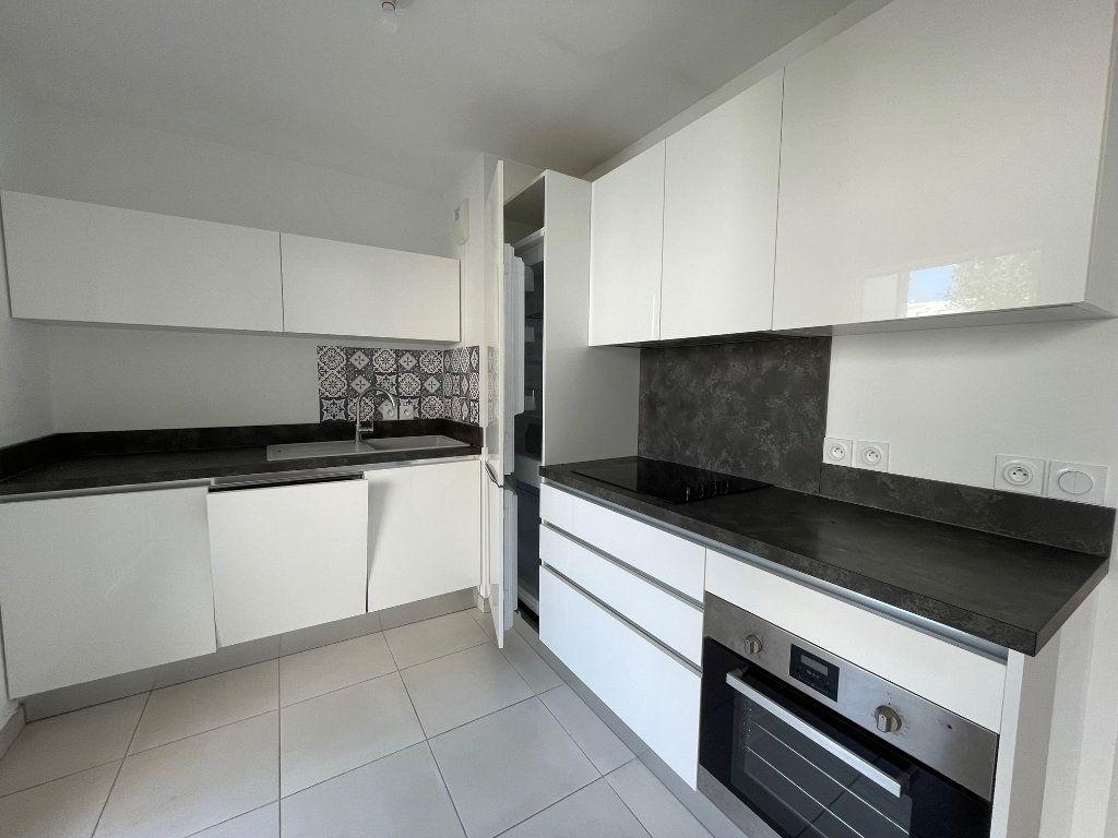 Appartement à louer 3 60.27m2 à Marseille 8 vignette-1