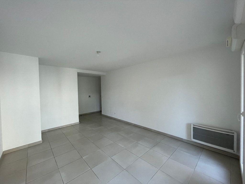 Appartement à louer 3 60.27m2 à Marseille 8 vignette-2