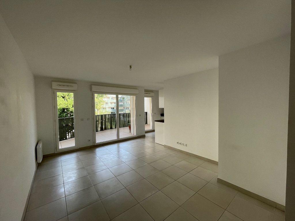 Appartement à louer 3 60.27m2 à Marseille 8 vignette-3
