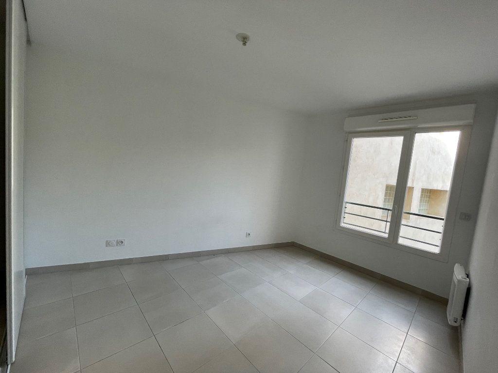 Appartement à louer 3 60.27m2 à Marseille 8 vignette-6
