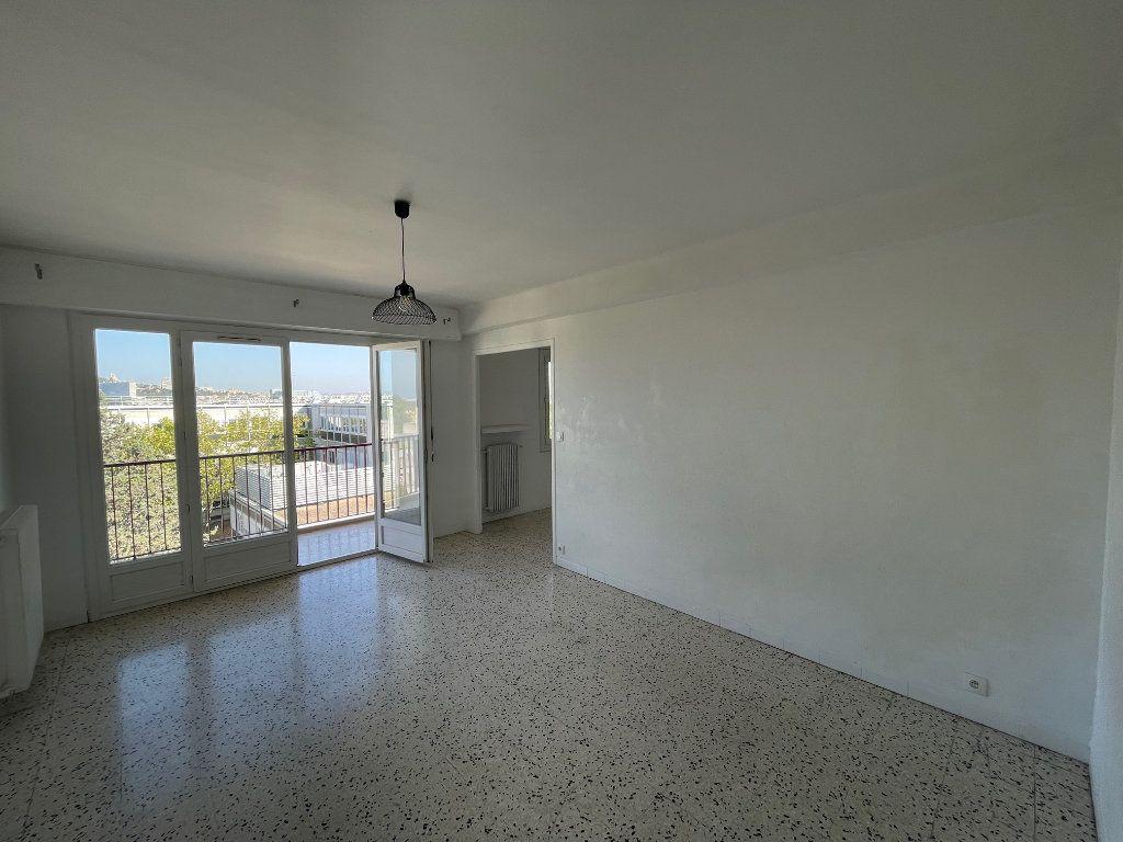 Appartement à louer 3 71.51m2 à Marseille 8 vignette-1