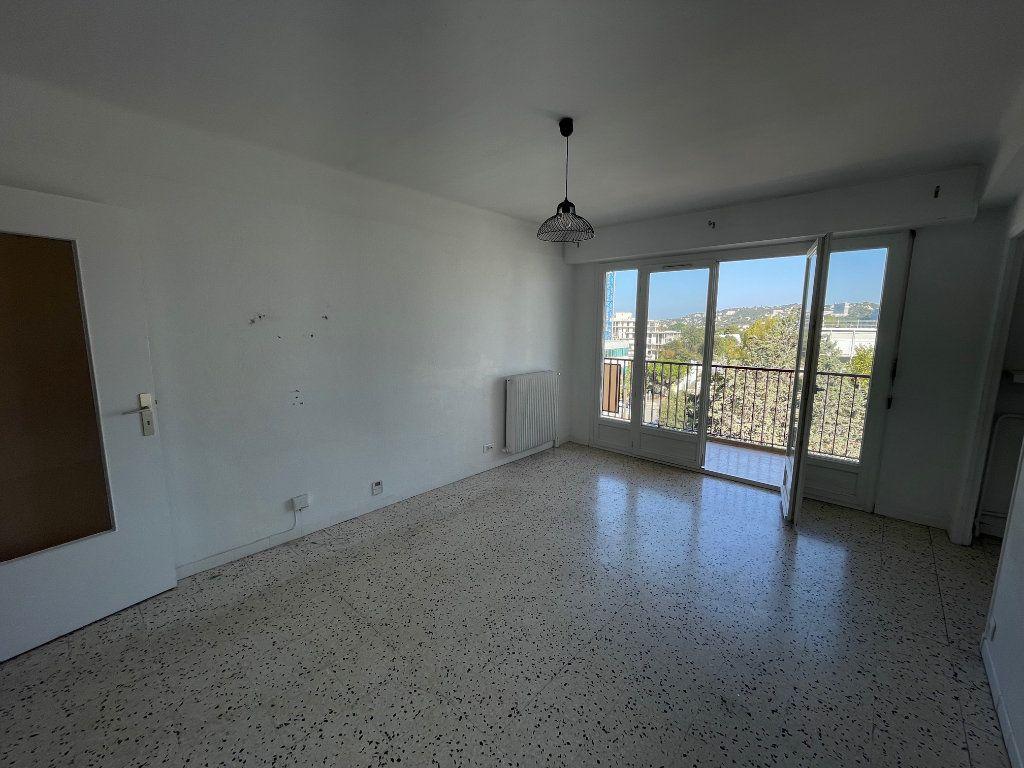 Appartement à louer 3 71.51m2 à Marseille 8 vignette-2