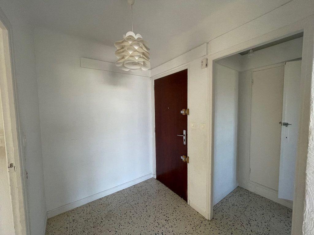 Appartement à louer 3 71.51m2 à Marseille 8 vignette-3