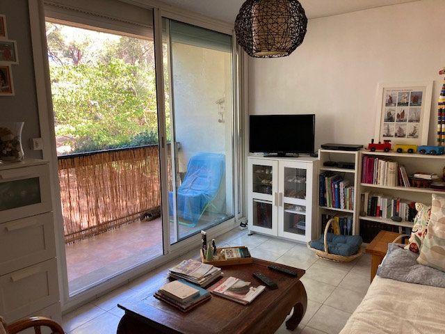 Appartement à vendre 3 62m2 à Marseille 8 vignette-1