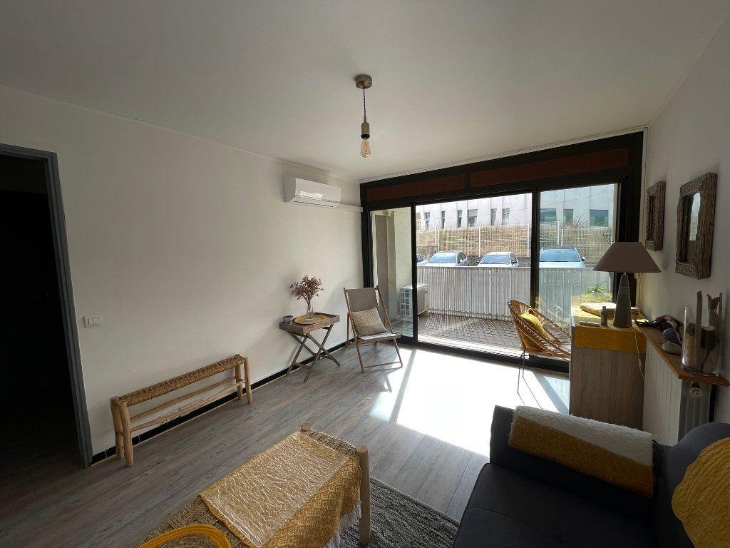 Appartement à louer 2 45.55m2 à Marseille 8 vignette-3