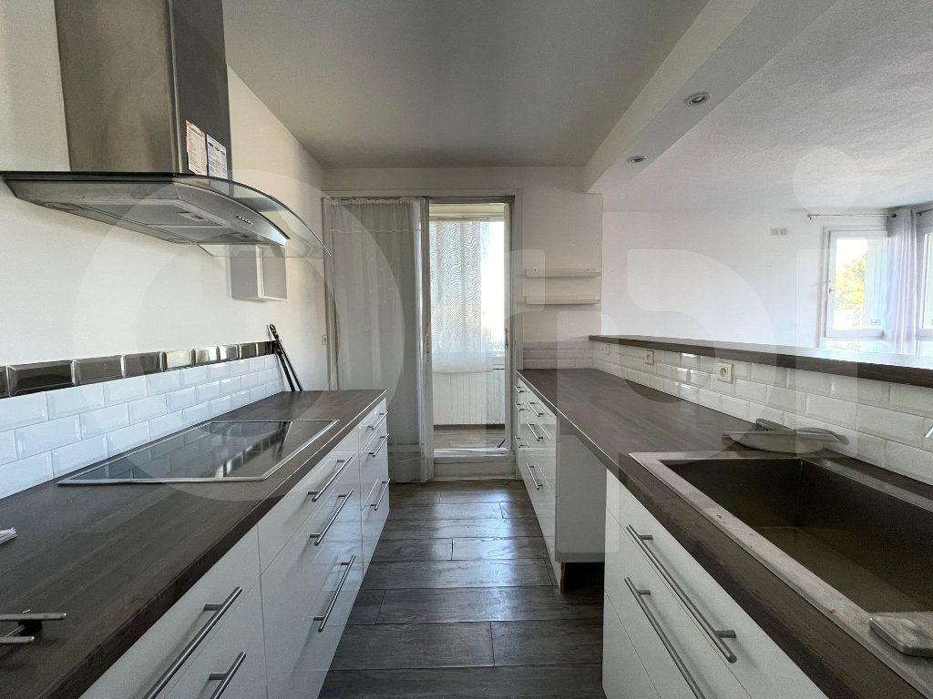 Appartement à louer 3 82.39m2 à Marseille 8 vignette-1