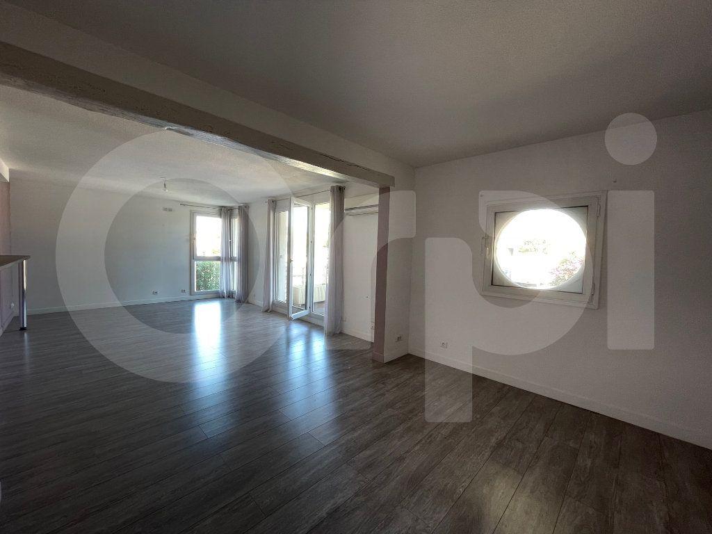Appartement à louer 3 82.39m2 à Marseille 8 vignette-4