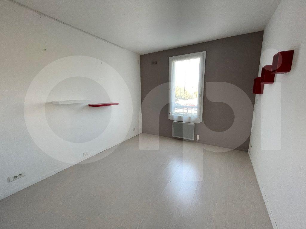 Appartement à louer 3 82.39m2 à Marseille 8 vignette-8