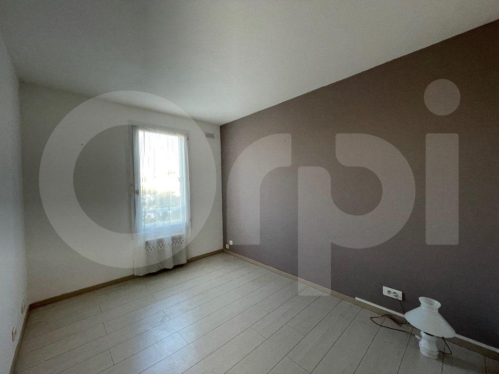 Appartement à louer 3 82.39m2 à Marseille 8 vignette-9