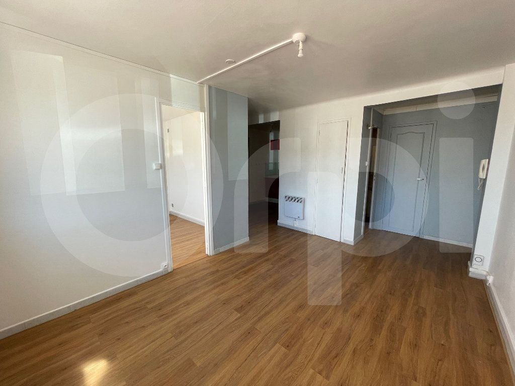 Appartement à louer 2 38m2 à Marseille 8 vignette-2