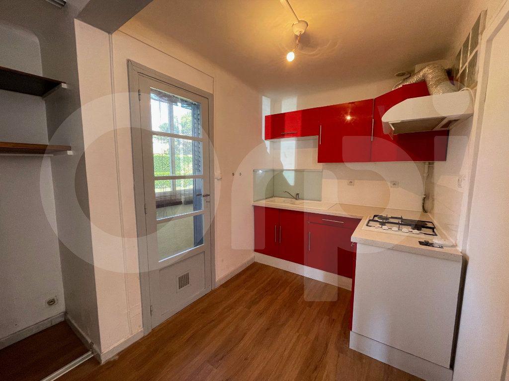 Appartement à louer 2 38m2 à Marseille 8 vignette-4