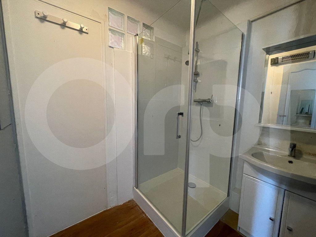 Appartement à louer 2 38m2 à Marseille 8 vignette-5