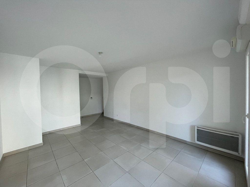 Appartement à louer 3 60.27m2 à Marseille 8 vignette-4
