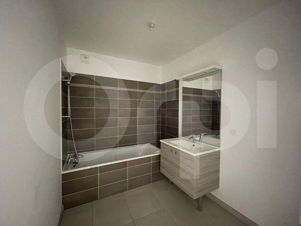 Appartement à louer 3 60.27m2 à Marseille 8 vignette-5
