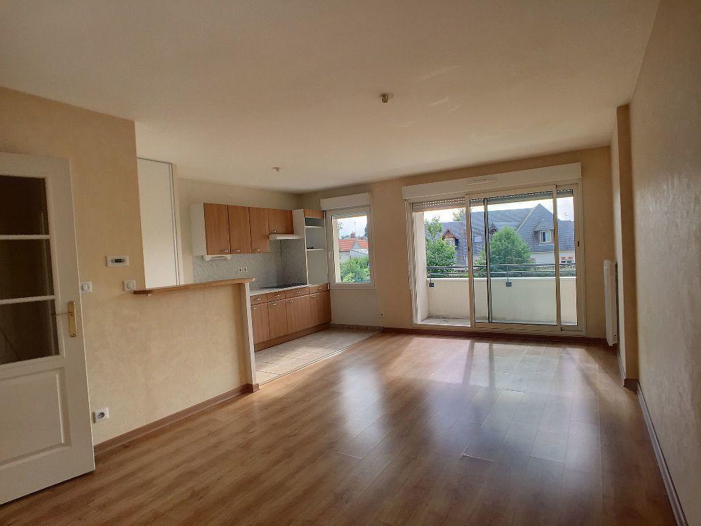 Appartement à louer 2 48.68m2 à Saint-Jean-de-la-Ruelle vignette-1
