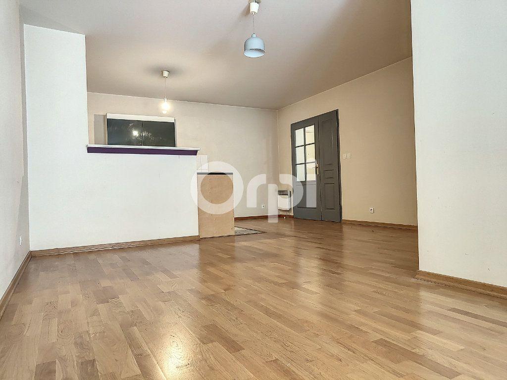 Appartement à louer 3 64.1m2 à Orléans vignette-2
