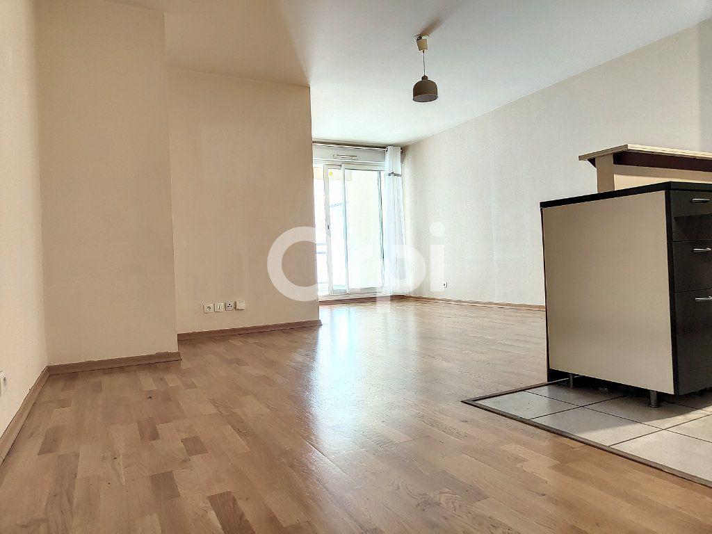 Appartement à louer 3 64.1m2 à Orléans vignette-3